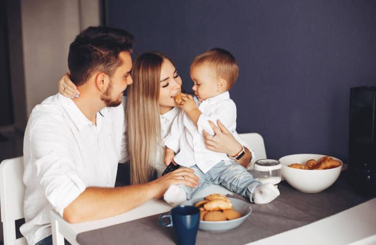 Czego nie dawać do jedzenia niemowlakowi?