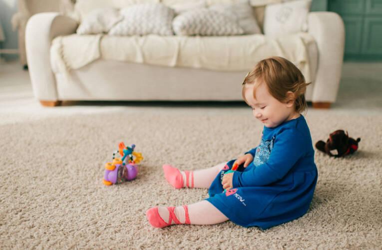 Pierwsze zabawki dla dziecka, jakie kupić?